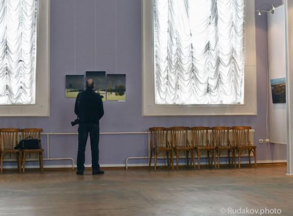 На выставке у фотографии Призрачность