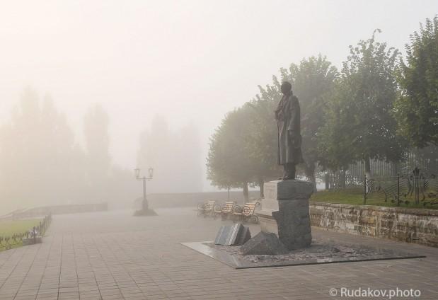 Утренний туман на Набережной. Памятник С.В. Рахманинову
