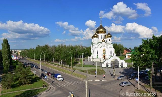Бульвар Энтузиастов и Храм Святой Троицы