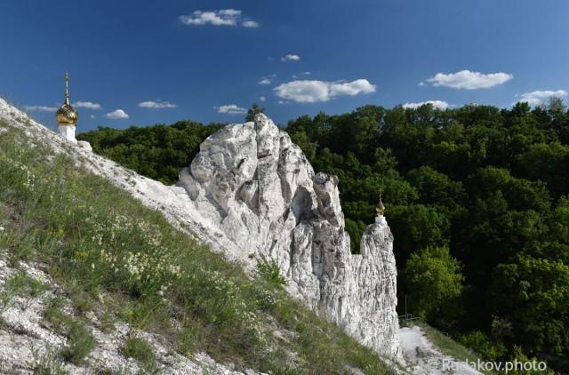 Дивногорье. Пещерный храм в честь Рождества Иоанна Предтечи (вид сверху)
