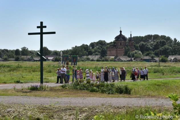 Встреча крестного хода из Уварово жителями Ст. Ольшанки 28 июля 2015г