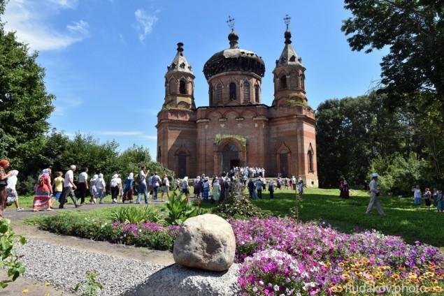Тамбовская область Крестный ход у Храма Христа Спасителя в селе Старая Ольшанка
