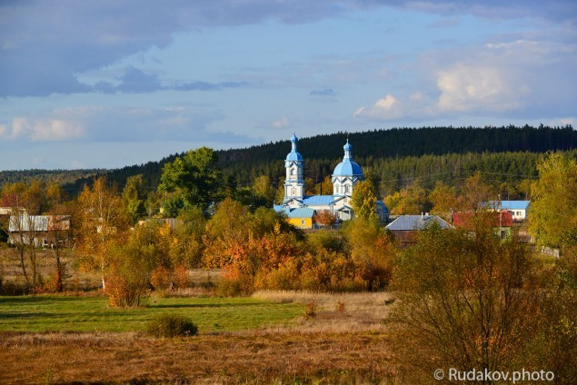 Осень в Царевке. Михаило- Архангельская церковь