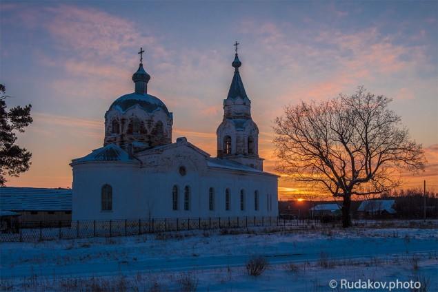 Никольская церковь на закате. с.Кривополянье