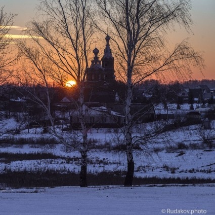 Церковь преподобного Сергея Радонежского на закате. с.Стрельцы