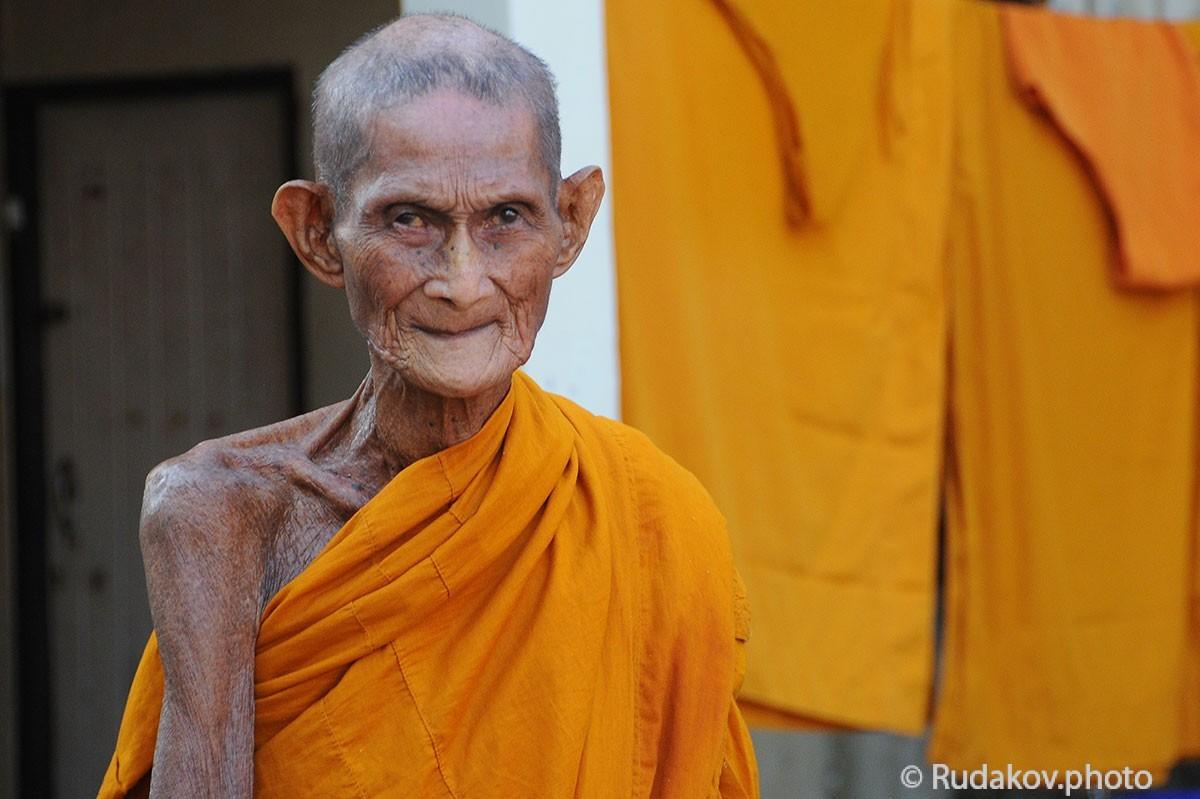 Монах монастыря Ват По