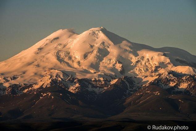 Эльбрус. У подножья великой горы.
