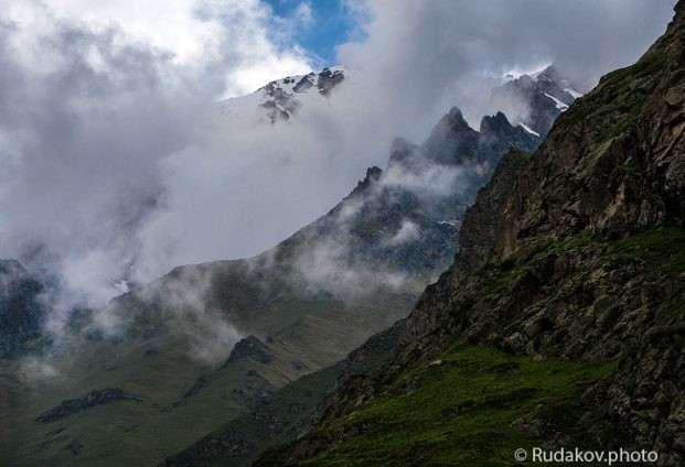 Скалы Безенгийского ущелья