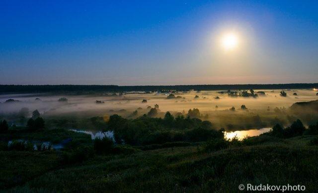 Туман под ночной луной