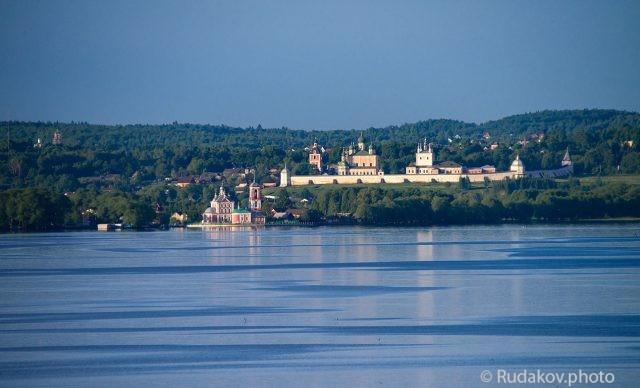 Переславль Залесский. Взгляд через Плещеево озеро.