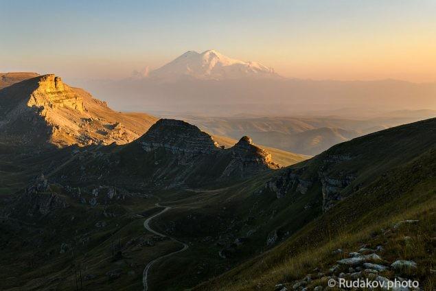 Эльбрус. Вид с плато Бермамыт.