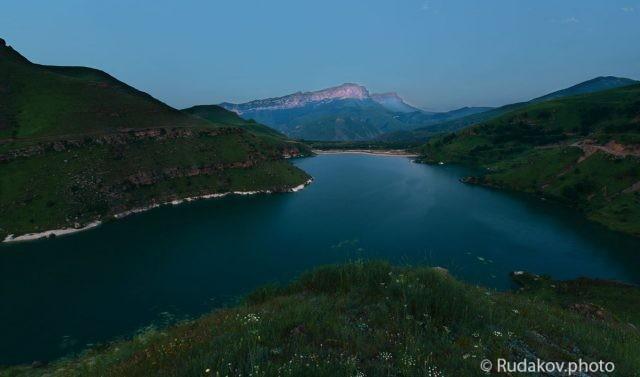 Голубой час на озере Гижгит