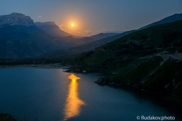 Луна над озером Гижгит