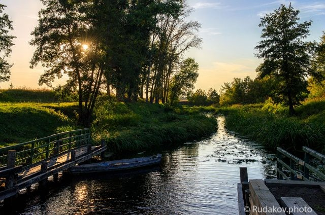 Вечер на старом шлюзе. Река Цна