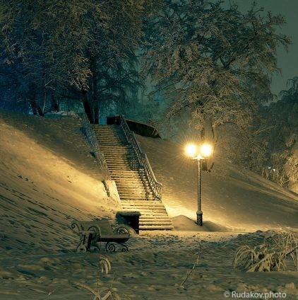 Лестница, фонарь, скамейка