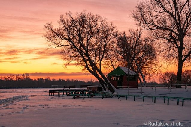 Зимний восход у тамбовского моря