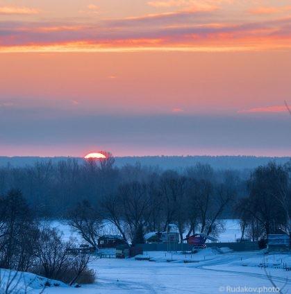 Зимний восход над замерзшей Цной