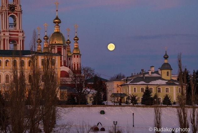 Казанский монастырь с уходящей луной (Тамбов)