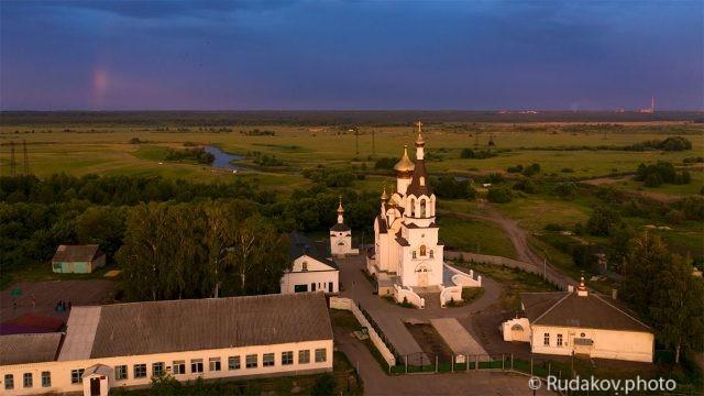 Никольская церковь перед грозой