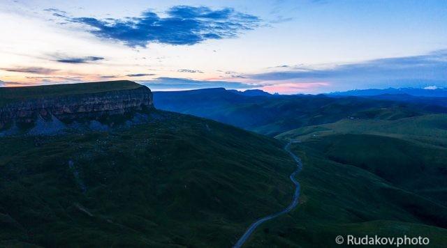 Долгий путь к рассвету (дорога на перевал Гум -Баши)