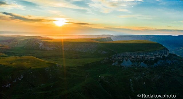 Восход над плато Бийчесын
