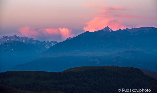 Багровеющие облака (вид с перевала Гум-Баши)