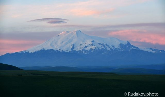 Эльбрус. Розовеющие вершины